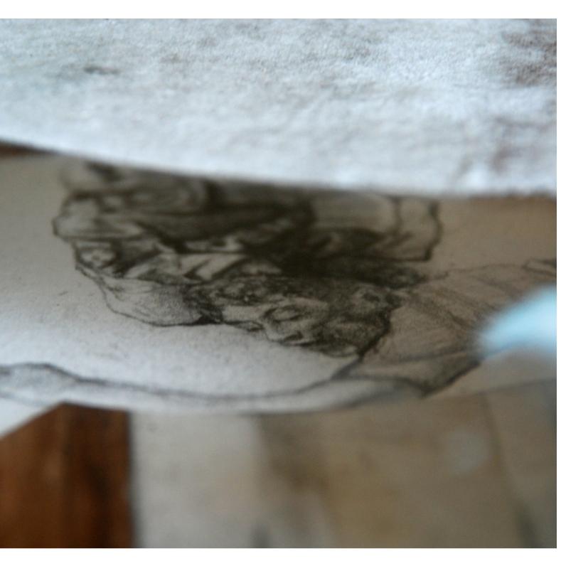 Acrylique sur papier et sur plexiglas, crayon de plomb sur papier BFK Rive en troué (GI américain tuant adolescent taliban), collage inversé du dessin d'origine sur plexiglas, Cadre standardisé reconstruit environ 71 cm X 68,5 cm